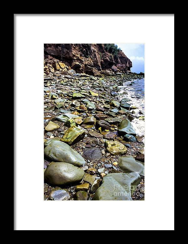 Bay Of Fundy Framed Print featuring the photograph Bay Of Fundy Shoreline by Thomas R Fletcher