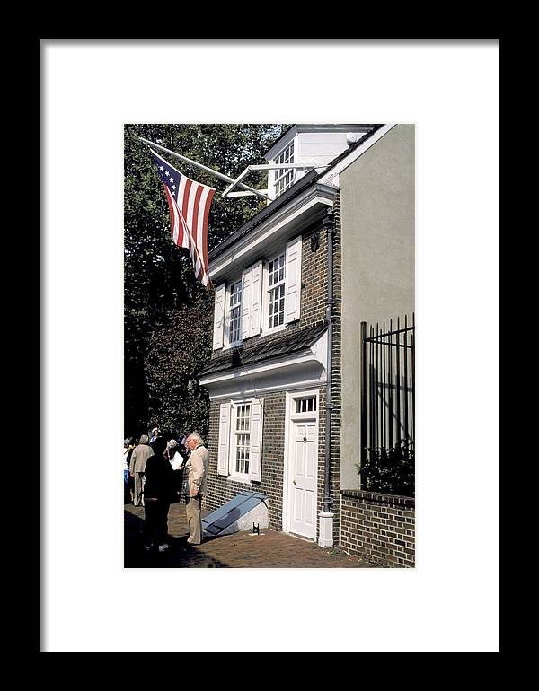 Brick House Framed Print featuring the photograph Betsy Ross House by Carl Purcell