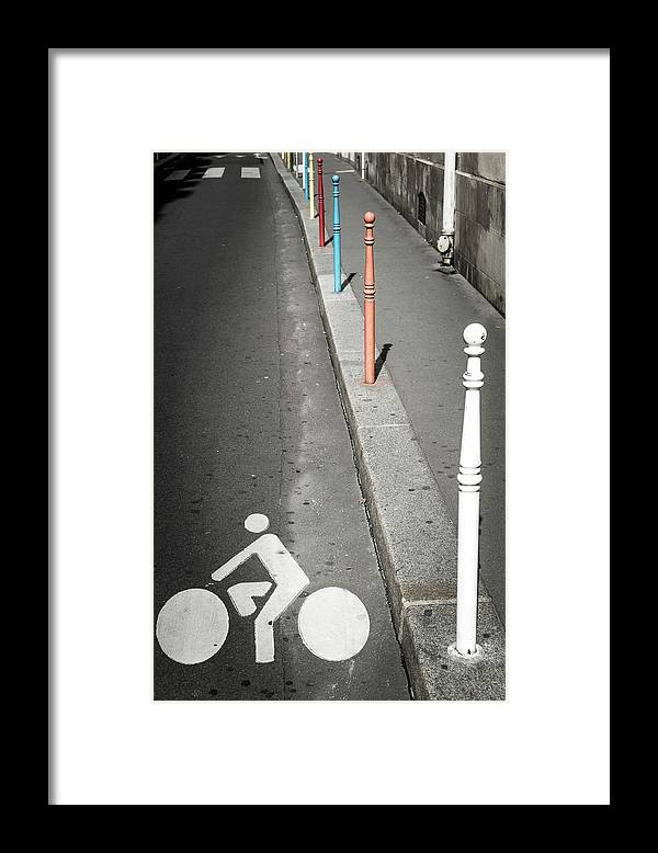 Pole Framed Print featuring the photograph Bicycle Symbol In Paris by Carlos Sanchez Pereyra