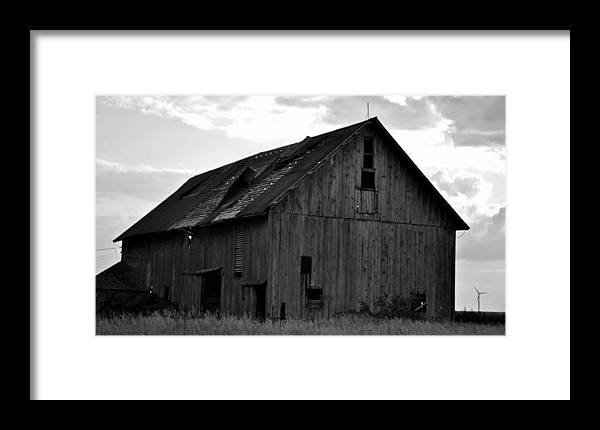 Old Barn Framed Print featuring the photograph Black And White Barn by Aaron Greuel