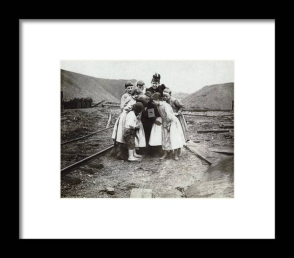 1890 Framed Print featuring the photograph Children With Camera, C1900 by Granger