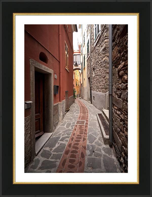Cinque Terre Alleyway by Mike Reid