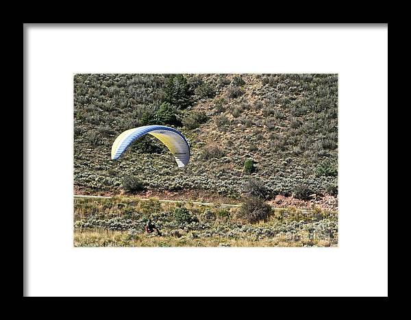 Para Gliding Framed Print featuring the photograph Close by Susan Herber