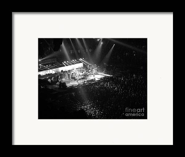 Philadelphia Framed Print featuring the photograph Closing The Spectrum by David Rucker