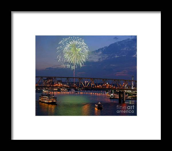 Cityscapes Framed Print featuring the photograph Dinner And A Show 2 by Mel Steinhauer