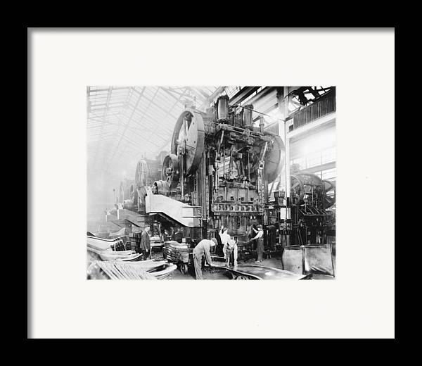 Human Framed Print featuring the photograph Dodge Brothers Automobile Factory, 1915 by Science Photo Library