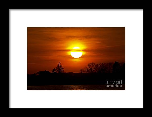 Sunset Framed Print featuring the photograph Dropping In by Joe Geraci