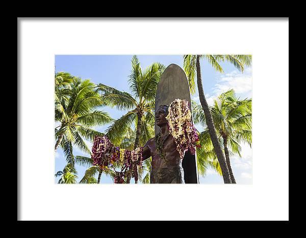 Aloha Framed Print featuring the photograph Duke Kahanamoku Statue by Leigh Anne Meeks