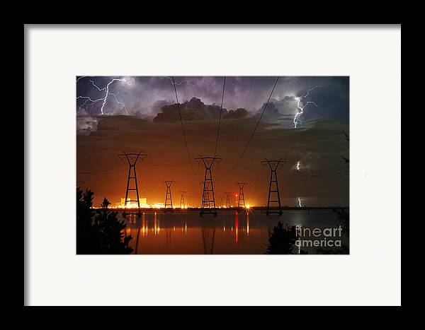 Lightning Framed Print featuring the photograph Florida Power And Lightning by Lynda Dawson-Youngclaus