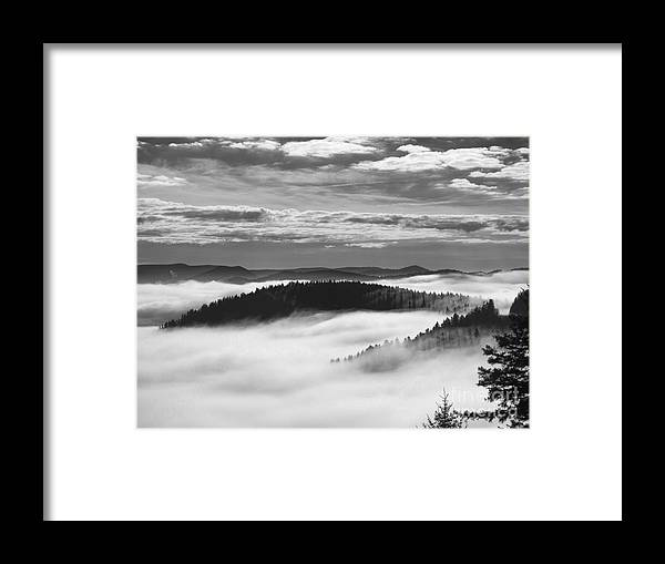 Landscape Framed Print featuring the photograph Horse Shoe In Black And White. by Itai Minovitz