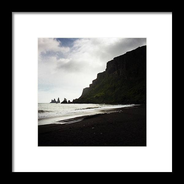Vik Framed Print featuring the photograph Iceland Vik Reynisdrangar cliffs and ocean by Matthias Hauser