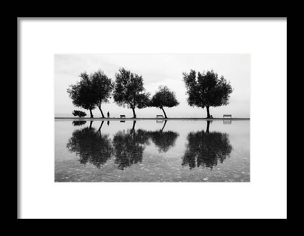 Bw Framed Print featuring the photograph Kara?a?yakala?lar by Ali Ayer
