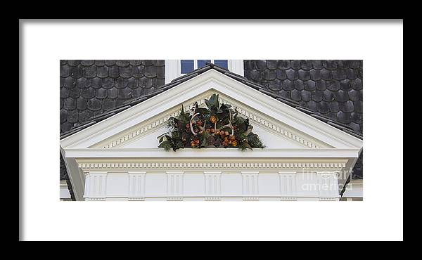 Colonial Framed Print featuring the photograph Kings Arms Pediment Spray by Teresa Mucha