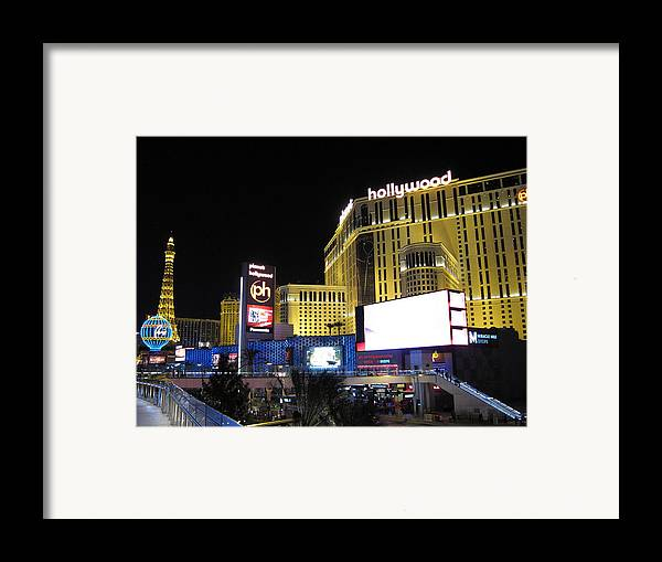 Las Framed Print featuring the photograph Las Vegas - Planet Hollywood Casino - 12121 by DC Photographer