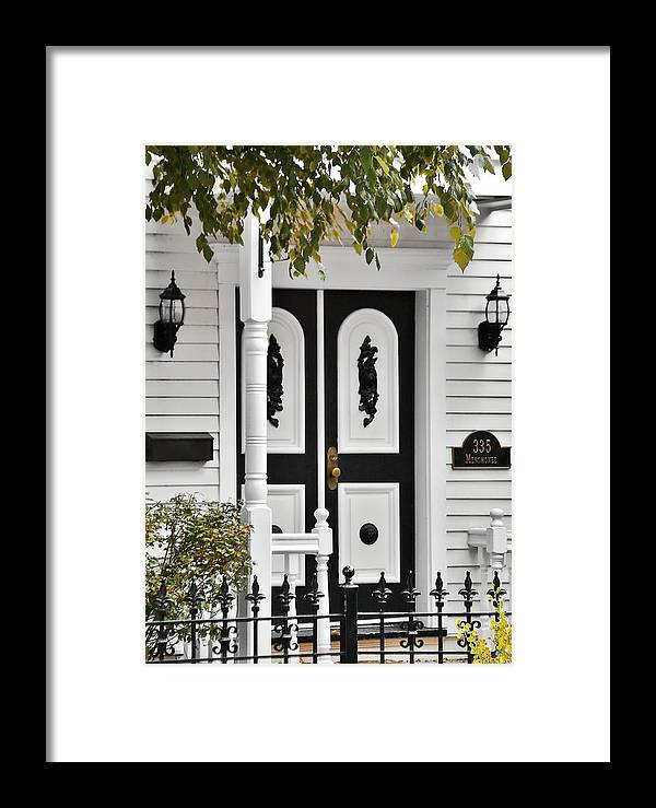 Chicago Framed Print featuring the photograph Menomonee Street Old Town Chicago by Christine Till