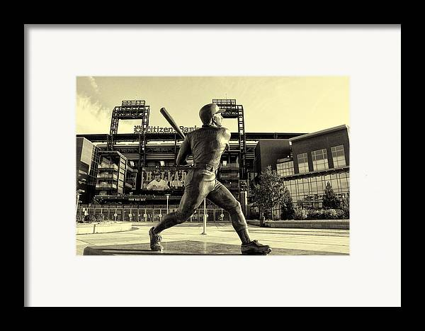 Mike Schmidt At Bat Framed Print featuring the photograph Mike Schmidt At Bat by Bill Cannon