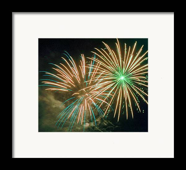 Night Framed Print featuring the photograph 4th Of July Fireworks 2 by Howard Tenke