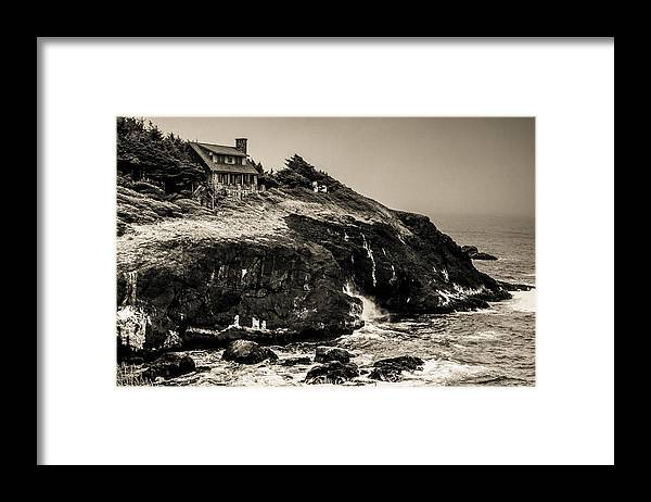 Cape Perpetua Framed Print featuring the photograph Near Cape Perpetua by Paul Haist