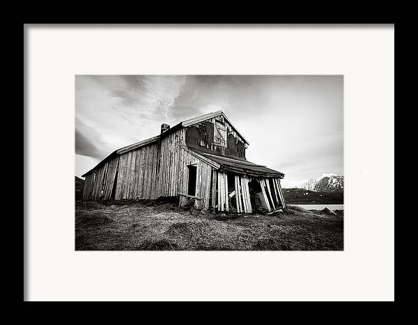 Barn Framed Print featuring the photograph Old Barn by Dave Bowman