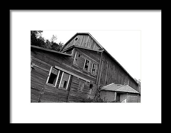 Barn Framed Print featuring the photograph Old Barn by Todd Noble