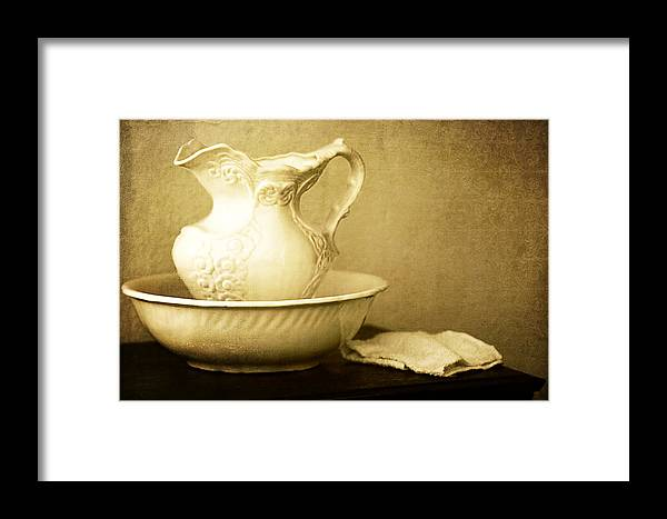 Lincoln Rogers Framed Print featuring the photograph Old Fashioned Pitcher And Basin by Lincoln Rogers