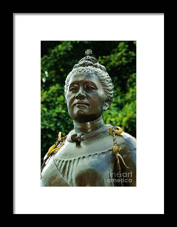 Statue Framed Print featuring the photograph Queen Lydia Liliuokalani by Craig Wood