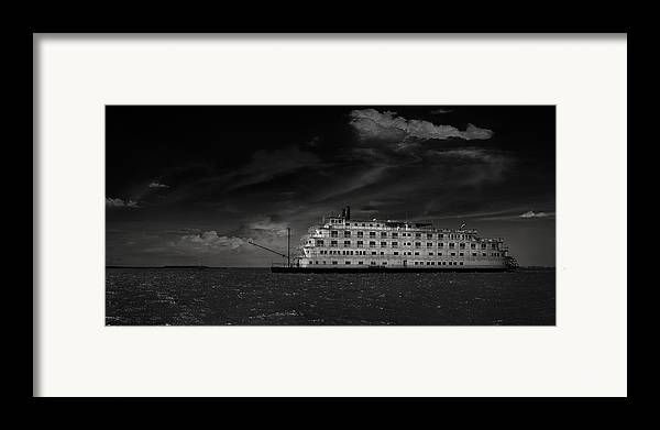 B&w Framed Print featuring the photograph Queen Of The Mississippi by Mario Celzner