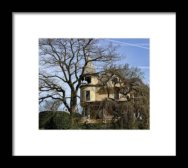 Ross Island Framed Print featuring the photograph Ross Island House by Wes and Dotty Weber