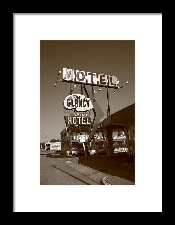 66 Framed Print featuring the photograph Route 66 - Glancy Motel by Frank Romeo