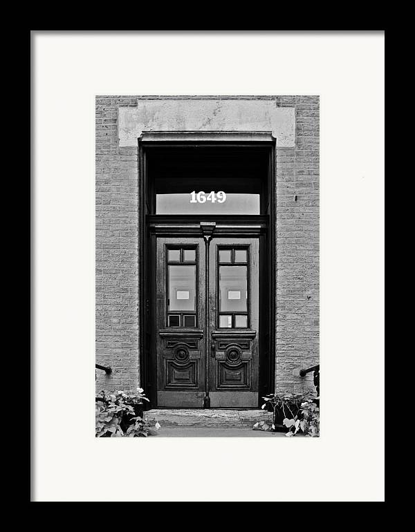 Chicago Framed Print featuring the photograph Sedgwick Street Old Town Chicago by Christine Till