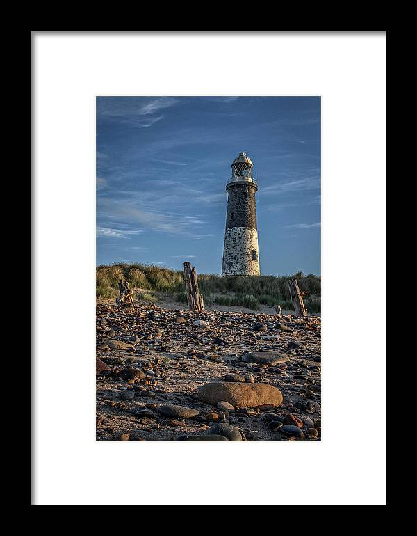 Framed Print featuring the photograph Spurn Point Lighthouse by Joe Simpson