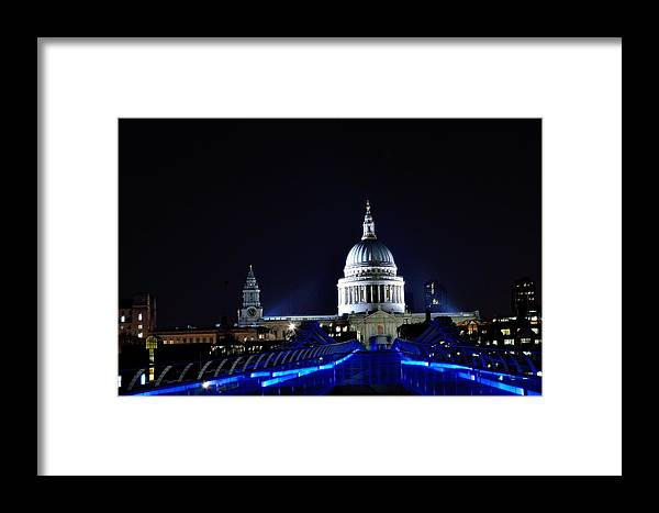 London Framed Print featuring the photograph St Paul's Church by Tony Brooks