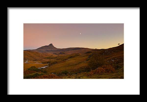Autumn Framed Print featuring the photograph Stac Polly Moonrise by Derek Beattie