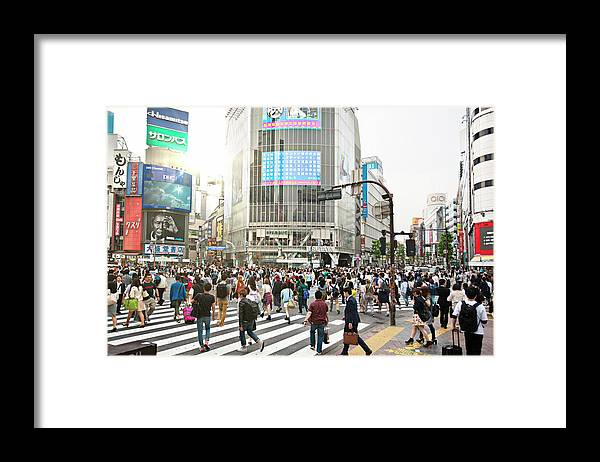 Crowd Framed Print featuring the photograph Sunny Day In Shibuya by Xavierarnau