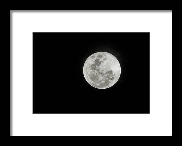 Tranquility Framed Print featuring the photograph Super Lua by Texto De Credito Das Fotos