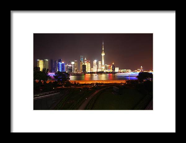 Tranquility Framed Print featuring the photograph The Bund Img_2968 by Xiaozhu Yuan