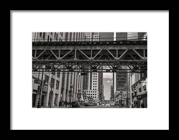 Chicago Framed Print featuring the photograph The El In Chicago by John McGraw