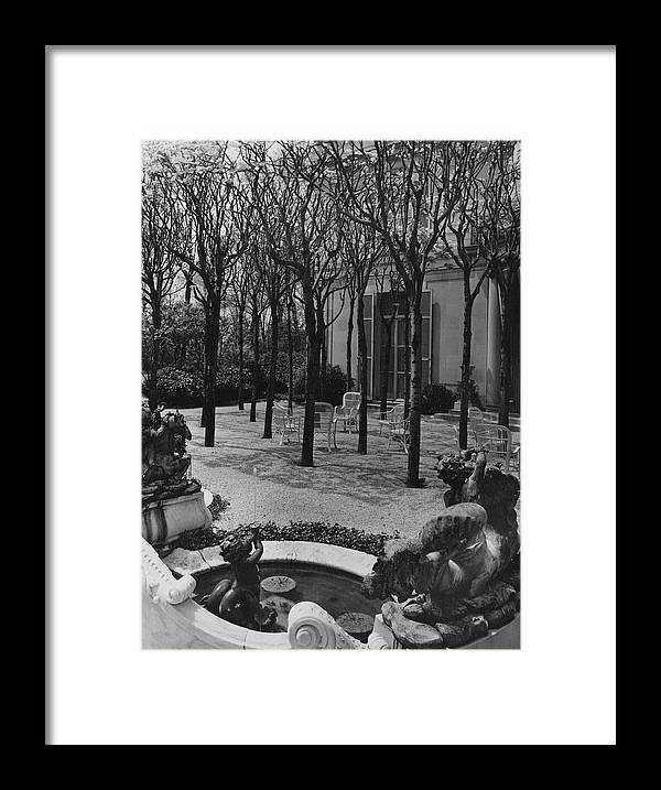Exterior Framed Print featuring the photograph The Garden Of A Home In Meridian Hill by Carola Rust