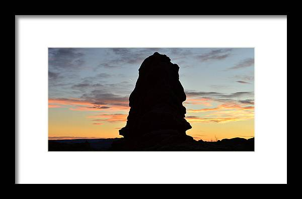 Landscape Photography Framed Print featuring the photograph Faces In Rock by David Lee Thompson