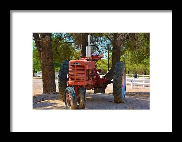 Vintage Framed Print featuring the photograph Vintage Farmall Tractor by Richard Jenkins