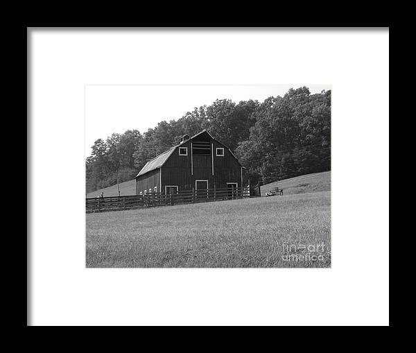 Barn Framed Print featuring the photograph Virginia Barn by Anne Marie Corbett