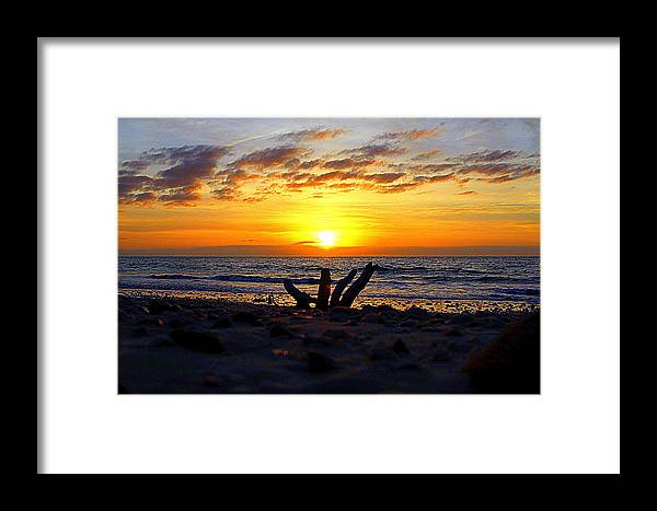 Morning Sunrise Framed Print featuring the photograph Warm Beginnings by Katherine Kearney