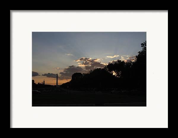 Washington Framed Print featuring the photograph Washington Dc - Washington Monument - 01134 by DC Photographer