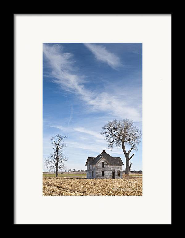 Abandoned Framed Print featuring the photograph Abandoned House In Field by Dave & Les Jacobs