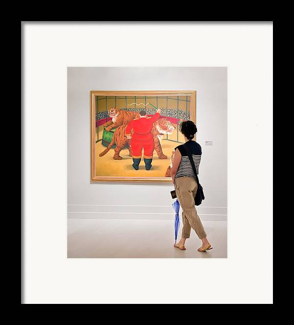 Framed Print featuring the photograph Looking At Art by Salvator Barki