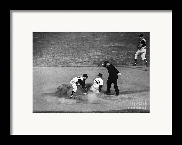 1962 Framed Print featuring the photograph Maury Wills (1932- ) by Granger