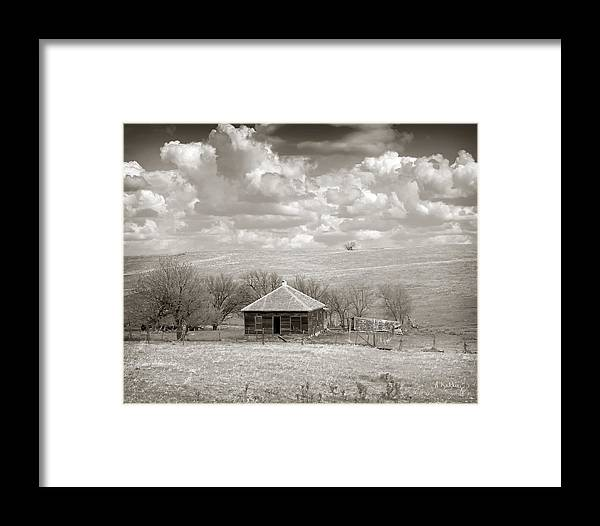 Abandoned House Framed Print featuring the photograph Abandoned Farmhouse by Andrea Kelley