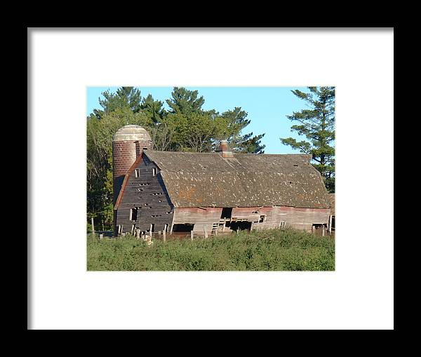 Barn Framed Print featuring the photograph Classic by Bonfire Photography