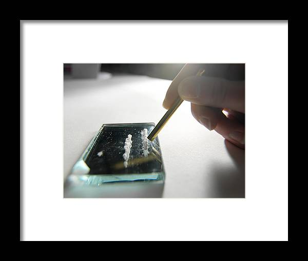 Cocaine Framed Print featuring the photograph Cocaine Use by Tek Image
