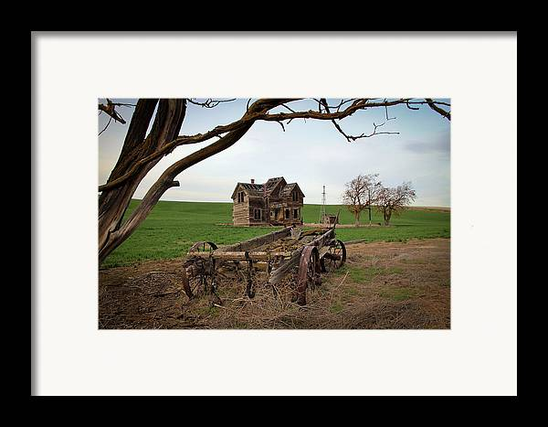 Covered Wagon Framed Print featuring the photograph Country Home And Wagon by Athena Mckinzie
